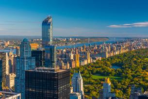 Central Park, One57 Building on left, Midtown, Mahattan, New York'の写真素材 [FYI03782317]