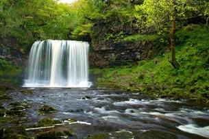 Sgwd Ddwli Uchaf waterfall, Ystradfellte, Brecon Beacons National Park, Powys, Walesの写真素材 [FYI03782388]