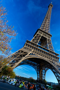 Eiffel Tower in autumn, Parisの写真素材 [FYI03782402]