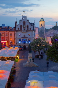 City Hall at dusk, Market Square, Old Town, Rzeszow, Polandの写真素材 [FYI03782526]