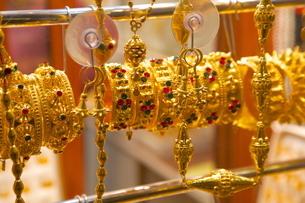 Gold bracelets, Waqif Souq, Doha, Qatar, Middle Eastの写真素材 [FYI03782634]