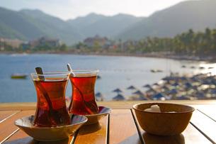 Turkish tea and beach, Icmeler, Marmaris, Anatolia, Turkey Minor, Eurasiaの写真素材 [FYI03782654]