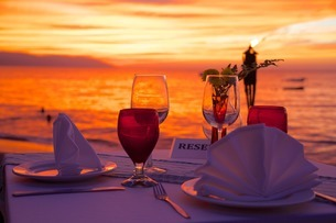 Dinner on the beach in Downtown at sunset, Puerto Vallarta, Jalisco, Mexico'の写真素材 [FYI03782674]