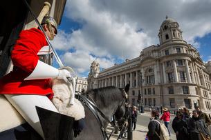 Guard on horseback, Whitehall, Westminsterの写真素材 [FYI03782777]