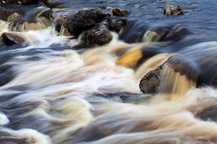 Waterfall in Hull Pot Beck, Horton in Ribblesdale, Yorkshire Dales, Yorkshireの写真素材 [FYI03782928]