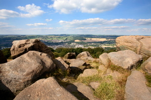 Gritstone Rocks at the Surprise View overlooking Otley from The Chevin, West Yorkshire, Yorkshireの写真素材 [FYI03782978]