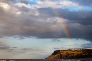 Rainbow and clouds over Ravenscar, Yorkshireの写真素材 [FYI03783005]