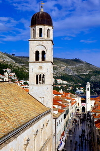 Looking down on the Stradun (Placa) from the Walls above the Pile Gate, Old City, Dubrovnikの写真素材 [FYI03783023]