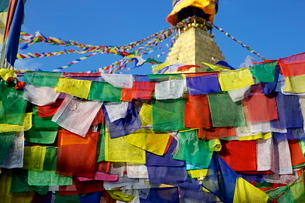 Prayer flags in front of Boudha (Bodhnath) (Boudhanath) Tibetan stupa in Kathmandu, Nepalの写真素材 [FYI03783035]