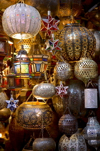 Lanterns for sale in the souk, Marrakeshの写真素材 [FYI03783063]