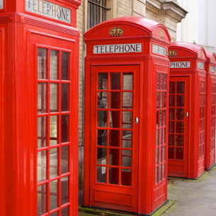 Row of red telephone booths design by Sir Giles Gilbert Scott, near Covent Gardenの写真素材 [FYI03783081]