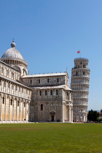 Duomo (Cathedral) and Leaning Tower, Pisa, Tuscanyの写真素材 [FYI03783092]