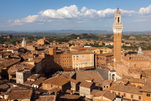 View of Siena Palazzo Publico and Piazza del Campo, Siena, Tuscanyの写真素材 [FYI03783095]