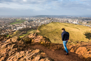 Walking on Arthur's Seat, Edinburgh, Scotland, United Kingdom, Europeの写真素材 [FYI03783259]
