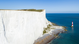 White chalk cliffs of Beachy Head and lighthouse, South Downs National Park, near Eastbourne, East Sの写真素材 [FYI03783370]