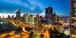 City skyline illuminated at dusk, Panama City, Panama, Central Americaの写真素材 [FYI03783407]