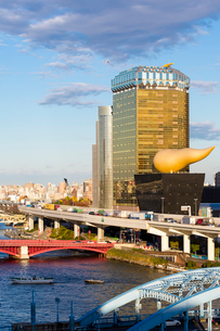 Modern architecture along the Sumida River, Tokyo, Japan, Asiaの写真素材 [FYI03783421]