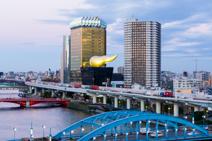 Modern architecture along the Sumida River, Tokyo, Japan, Asiaの写真素材 [FYI03783422]
