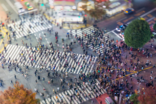Shibuya Crossing, centre of Shibuya's fashionable shopping and entertainment district, Shibuya, Tokyの写真素材 [FYI03783435]