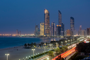 Modern city skyline, Abu Dhabi, United Arab Emirates, Middle Eastの写真素材 [FYI03783461]