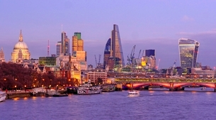 Thames River and the City of London, London, England, United Kingdom, Europeの写真素材 [FYI03783516]
