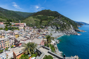 The view from the top of Doria Castle with breathtaking views over Vernazza and the Cinque Terre coaの写真素材 [FYI03783597]