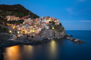 A long exposure at blue hour as the lights come on in the colourful town of Manarola, Cinque Terre,の写真素材 [FYI03783606]