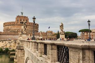 Ponte Sant' Angelo and Castel Sant'Angelo, Vatican area, Historic Centre, Rome, UNESCO World Heritagの写真素材 [FYI03783644]