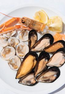 Traditional dish of di pesce crudo (raw seafood), Puglia, Italy, Europeの写真素材 [FYI03783711]