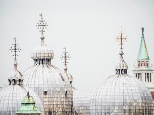 The domes of the Basilica in St. Mark's Square, Venice, UNESCO World Heritage Site, Veneto, Italy, Eの写真素材 [FYI03783713]