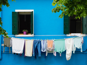 Washing on the line, Burano, Venice, Veneto, Italy, Europeの写真素材 [FYI03783728]