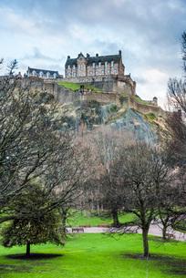 Edinburgh Castle, UNESCO World Heritage Site, seen from Princes Street Gardens, Edinburgh, Scotland,の写真素材 [FYI03783732]