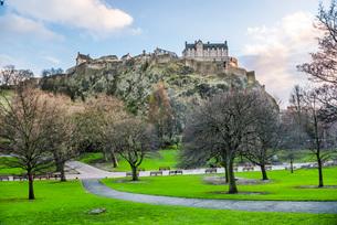 Edinburgh Castle, UNESCO World Heritage Site, seen from Princes Street Gardens, Edinburgh, Scotland,の写真素材 [FYI03783733]