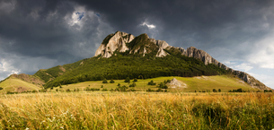 Panorama of Piatra Secuiului over Rimetea village in the Transcaului Mountains in western Transylvanの写真素材 [FYI03783803]
