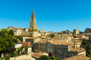 The 53 metre bell tower of the 13th century church in this historic town and famous Bordeaux red winの写真素材 [FYI03783820]