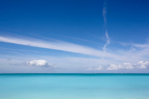 The azure waters of Grace Bay, the main visitor attraction on Providenciales, Turks and Caicos, in tの写真素材 [FYI03783929]