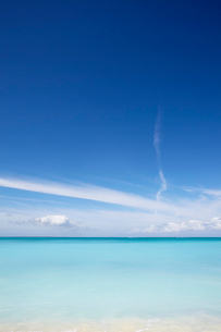 The azure waters of Grace Bay, the main visitor attraction on Providenciales, Turks and Caicos, in tの写真素材 [FYI03783932]