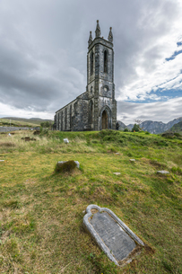 Old Church of Dunlewey, County Donegal, Ulster, Republic of Ireland, Europeの写真素材 [FYI03784111]
