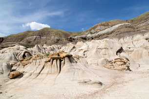 The hoodoos, rock formations formed by the erosion of Bentonite in the Badlands close to Drumhellerの写真素材 [FYI03784129]