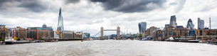 Panorama of London seen from River Thames with the Shard, Tower Bridge and the city, London, Englandの写真素材 [FYI03784214]