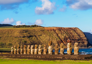 Moais in Ahu Tongariki, Rapa Nui National Park, UNESCO World Heritage Site, Easter Island, Chile, Soの写真素材 [FYI03784256]