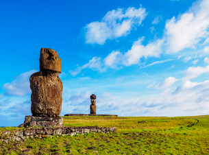 Moais in Tahai Archaeological Complex, Rapa Nui National Park, UNESCO World Heritage Site, Easter Isの写真素材 [FYI03784275]