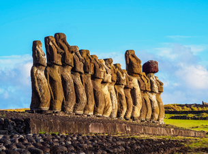 Moais in Ahu Tongariki, Rapa Nui National Park, UNESCO World Heritage Site, Easter Island, Chile, Soの写真素材 [FYI03784277]