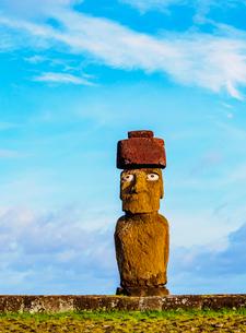 Moai in Ahu Ko Te Riku, Tahai Archaeological Complex, Rapa Nui National Park, UNESCO World Heritageの写真素材 [FYI03784278]