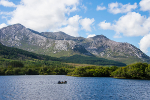 Lough Inagh in the Connemara National Park, County Galway, Connacht, Republic of Ireland, Europeの写真素材 [FYI03784407]