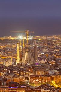 Barcelona skyline with Sagrada Familia, by architect Antonio Gaudi, UNESCO World Heritage Site, Barcの写真素材 [FYI03784441]