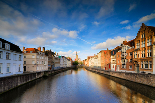 Bright sky at dawn on historic buildings and houses of city centre reflected in the canal, Bruges, Wの写真素材 [FYI03784472]