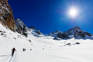 Ski touring on Glacier de Argentiere, Chamonix, Rhone Alpes, Haute Savoie, French Alps, France, Euroの写真素材 [FYI03784486]