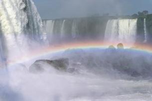 Rainbow over the Iguazu Falls, viewed from the Brazilian side, UNESCO World Heritage Site, Foz do Igの写真素材 [FYI03784496]