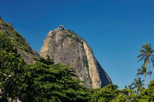 Views of Sugarloaf mountain (Pao de Acucar), early evening, Rio de Janeiro, Brazil, South Americaの写真素材 [FYI03784498]